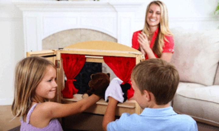Curtain puppet theatre