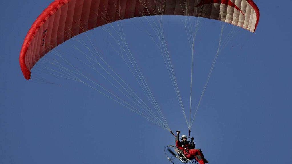 Paraglider dies after crashing into a house in Yanchep | The