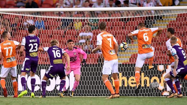 Avram Papadopoulos scores Roar's opener. (Bradley Kanaris/Getty Images)