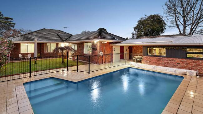 20 Brinsley Rd, Camberwell sold $310,000 above reserve.