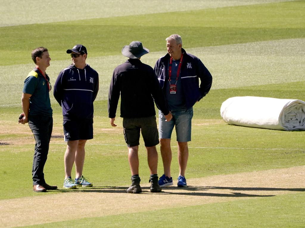 A curator explains the pitch prior to the abandonment 2 of the Sheffield Shield match between Victoria and Western Australia at the MCG in Melbourne, Saturday, December 8, 2019. (AAP Image/Sean Garnsworthy) NO ARCHIVING, EDITORIAL USE ONLY, IMAGES TO BE USED FOR NEWS REPORTING PURPOSES ONLY, NO COMMERCIAL USE WHATSOEVER, NO USE IN BOOKS WITHOUT PRIOR WRITTEN CONSENT FROM AAP