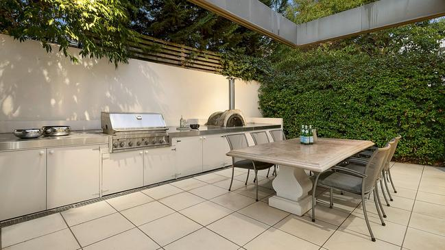 An outdoor alfresco area perfect for entertainment.