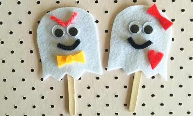 Ghosty finger puppets