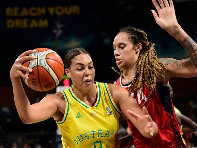 Australia's Liz Cambage battles during a game against the United States. Picture: JAVIER SORIANO / AFP)