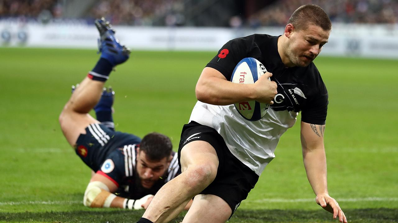 Dane Coles of New Zealand runs in to score the opening try at the Stade de France in 2017.