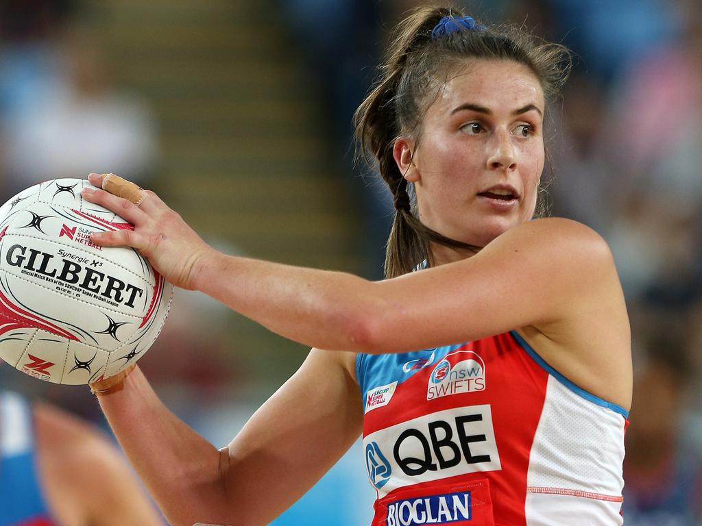 Maddy Proud of the Swifts during the Round 2 Super Netball match between the Melbourne Vixens and the NSW Swifts at Margaret Court Arena in Melbourne, Sunday, May 6, 2018. (AAP Image/George Salpigtidis) NO ARCHIVING, EDITORIAL USE ONLY