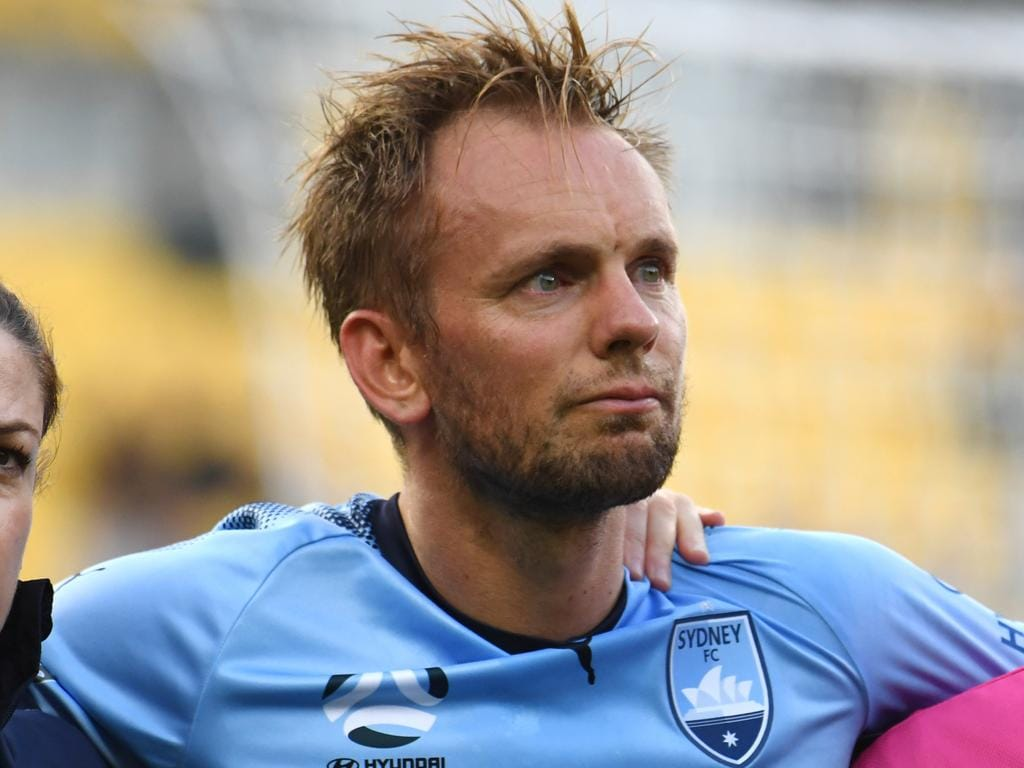 Siem de Jong of Sydney FC (right) is assisted from the field after an injury in the goal mouth during the Round 15 A-League match between the Wellington Phoenix and the Sydney FC at Westpac Stadium in Wellington, Wednesday, January 23, 2018. (AAP Image/SNPA, Ross Setford) NO ARCHIVING, EDITORIAL USE ONLY