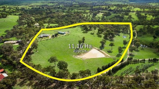 The house is set at the property's highest point, in a position that couldn't be matched today.