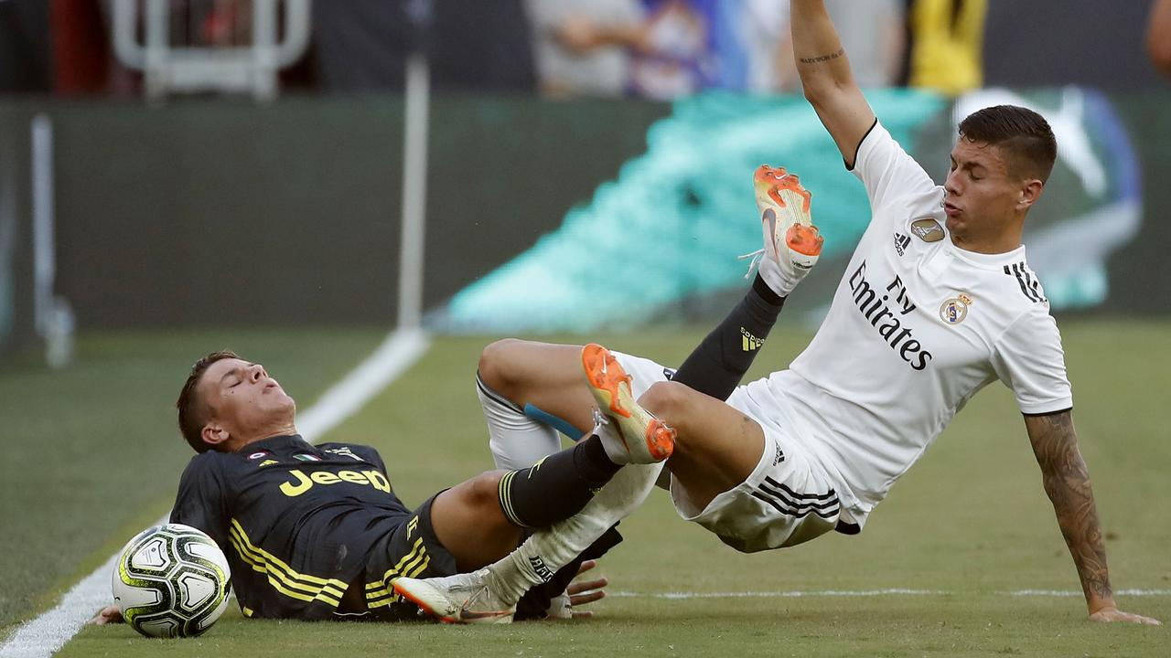 Nicolo Fagioli of Juventus and Javier Sanchez of Real Madrid collide as they go for the ball.