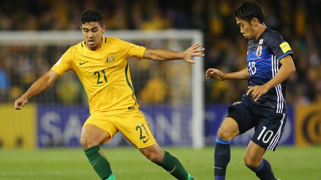 Massimo Luongo of the Socceroos (L) and Shinji Kagawa of Japan.