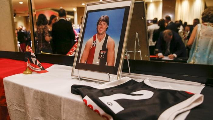 AFL world to pay tribute to Danny Frawley at Moorabbin funeral this afternoon