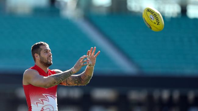 Lance Franklin will play his 200th AFL game when Sydney hosts St Kilda.