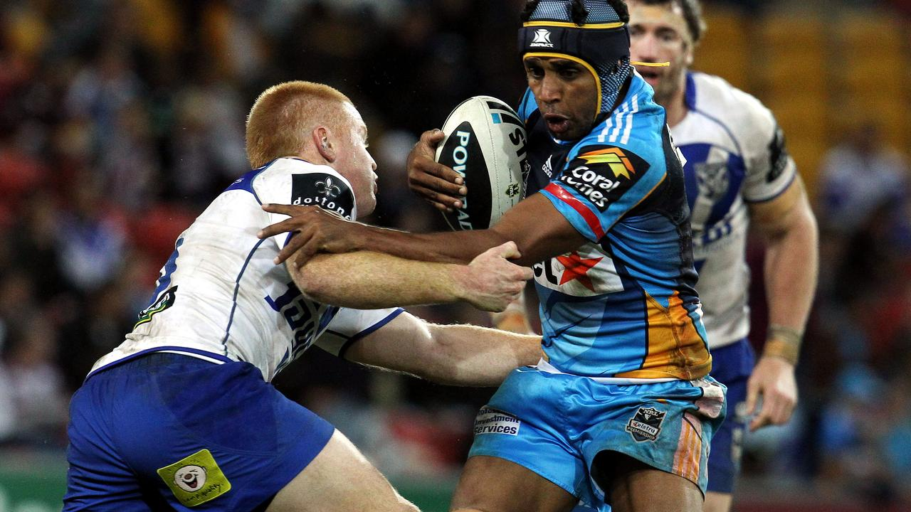 Preston Campbell avoids a tackle in his Titans years