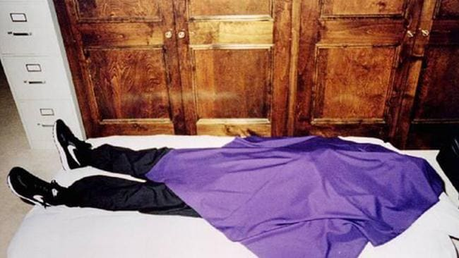 608f892e97d116 39 members of the Heaven s Gate cult were found dead like this. Covered in  purple sheets and wearing a pair of Nike Decades.