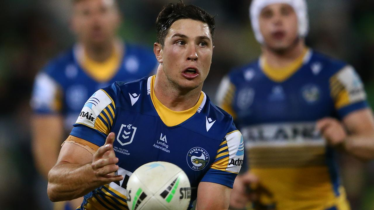 'Market starting to overcook': Broncos enter race to sign Moses Reynolds as Sharks lose halfback – Fox Sports