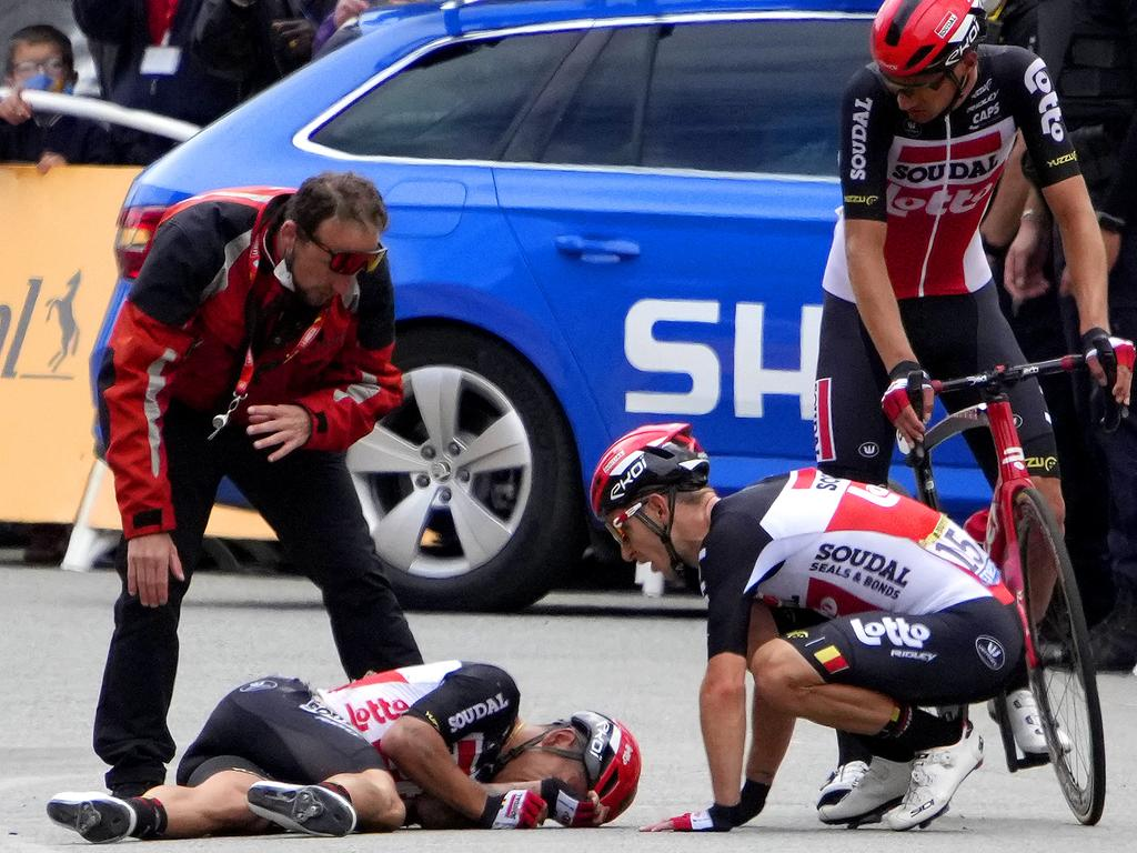 Caleb Ewan's race is over after breaking his collarbone. (Photo by Christophe Ena - Pool/Getty Images).