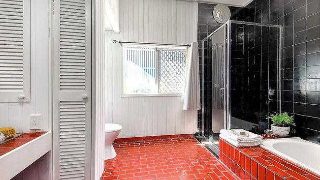 BEFORE: The main bathroom in the house at 15 Glamorgan St, Paddington, before the renovation.