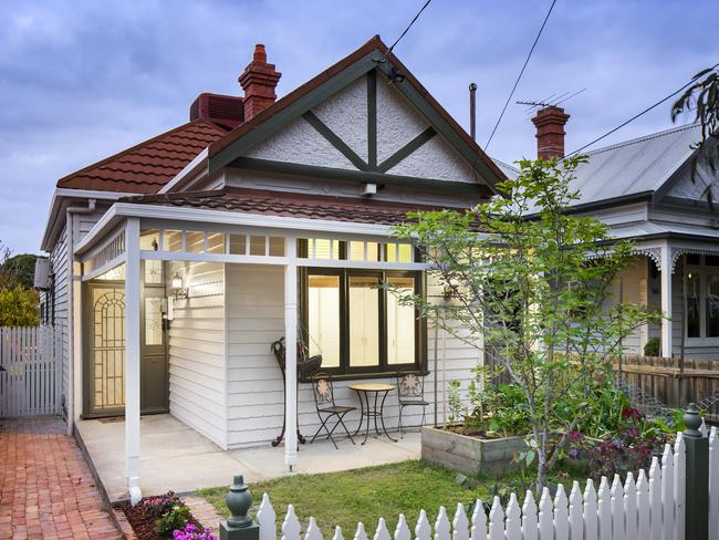 Almost one in four Aussies admits to struggling to pay the mortgage during the Christmas period.