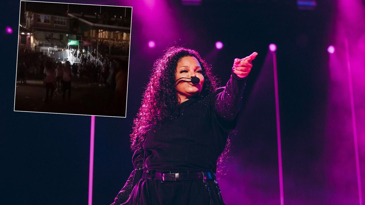'Disaster': Mass fan exodus as Janet Jackson disappoints