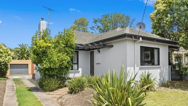 Maxwell Collins, Geelong agent Duncan Skene said 30 groups were reported at the first inspection at 11 View St, Belmont.