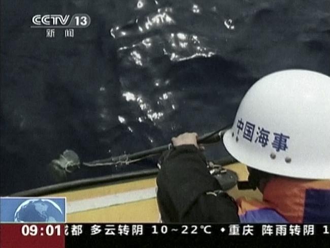 MH370: ships race toward signals