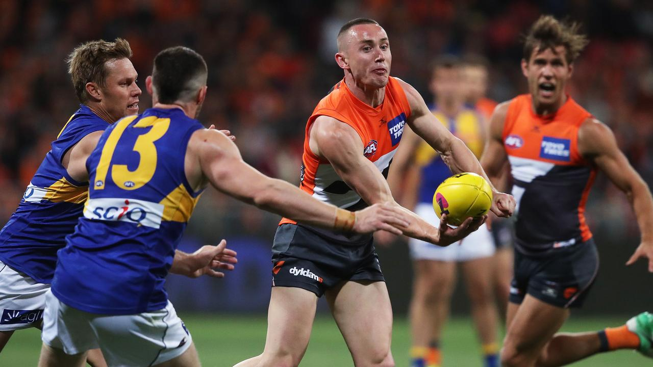 Giants Tom Scully handballs during AFL Semi Final match between the GWS Giants and West Coast Eagles at Spotless Stadium. Picture. Phil Hillyard