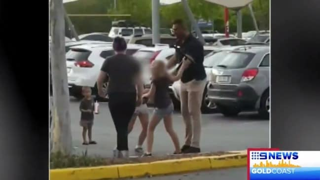 Two girls threaten shoppers and attack security guard (9 News)