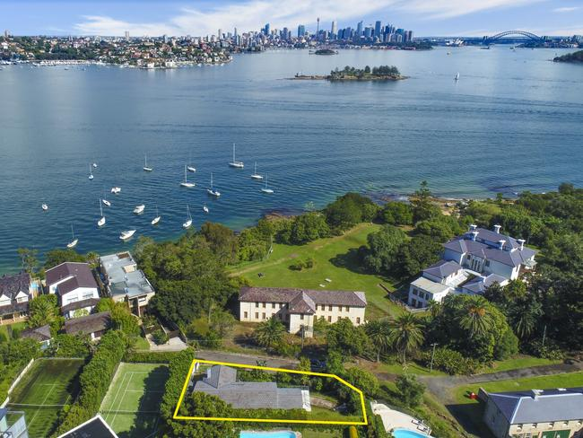 The buyer will most likely want to rebuild to take advantage of the never-to-be-built out views of the city skyline and Harbour Bridge.