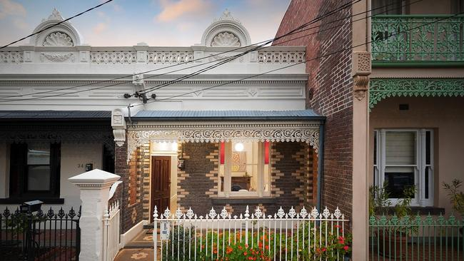 Nine bidders drove 32 Newry St, Fitzroy North to a $1.364 million sale.