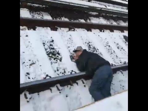 Commuters Rescue Unconscious Man From New York Subway Tracks. Credit - Facebook/Liliana Vicente via Storyful