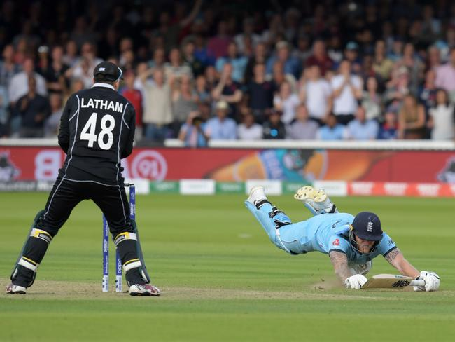 The moment the cricket world erupted.