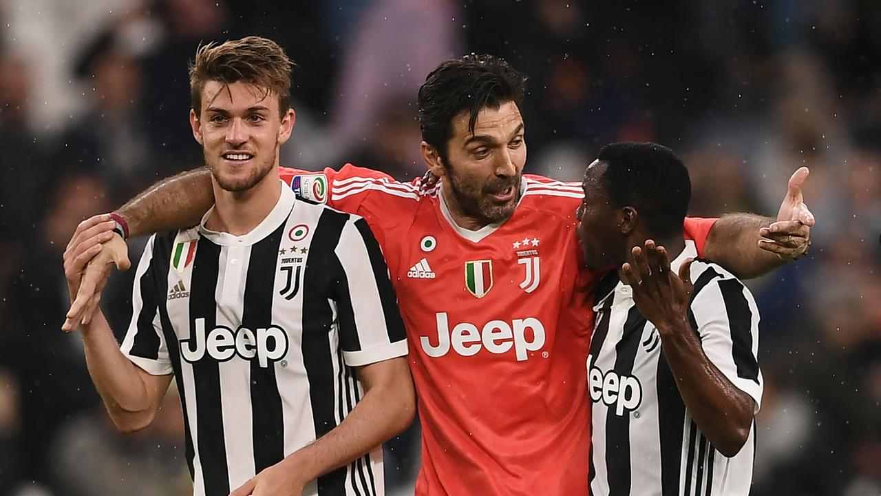 Juventus' goalkeeper Gianluigi Buffon (C) celebrates with Juventus' defender Daniele Rugani (L) and Juventus' Ghanaian midfielder Kwadwo Asamoah
