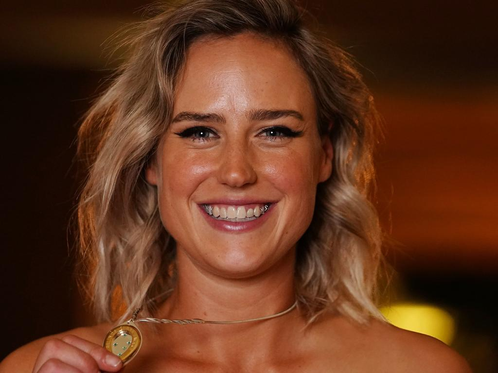 Elysse Perry poses with the Belinda Clark Award during the 2020 Australian Cricket Awards at Crown in Melbourne. Picture: AAP
