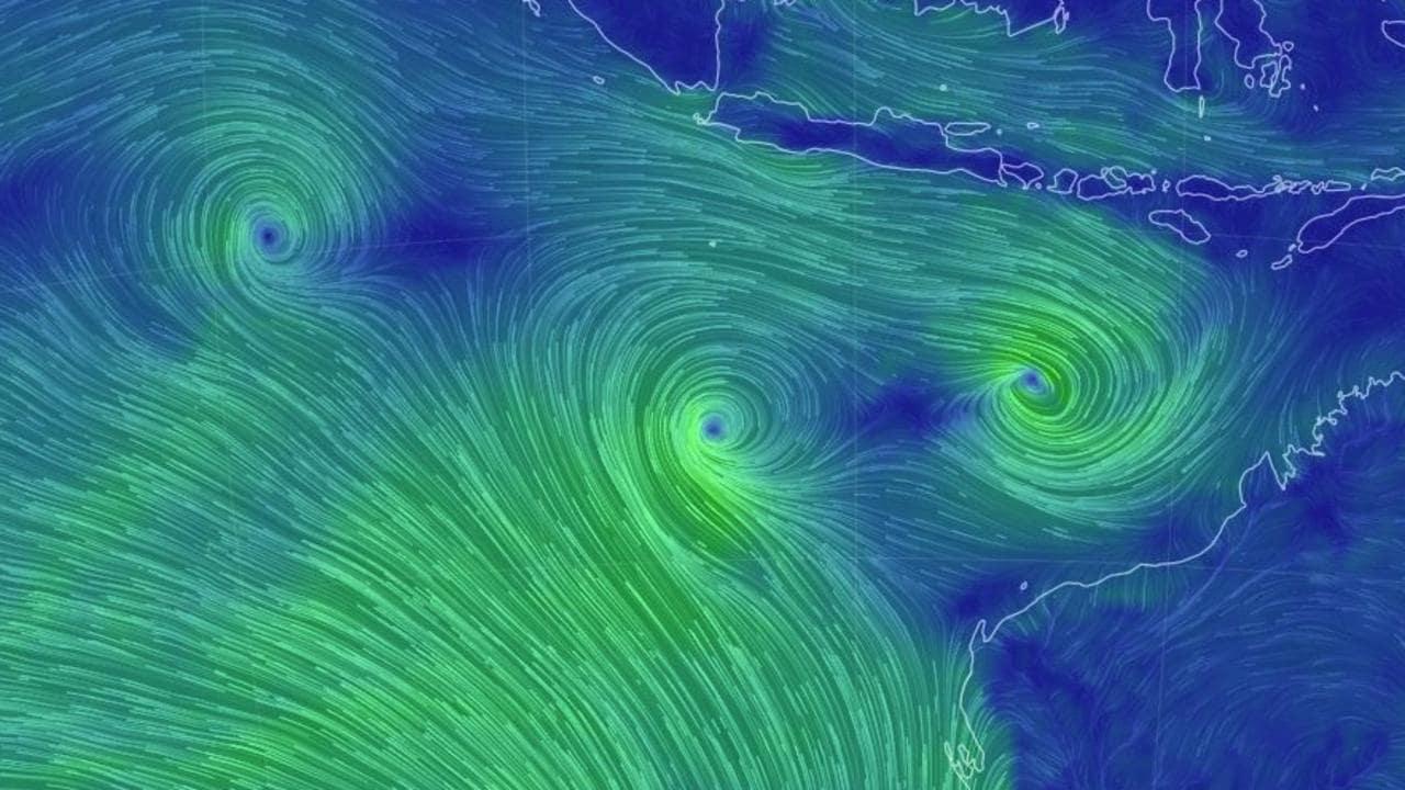 Cyclone Seroja nears WA coast, residents warned to take shelter