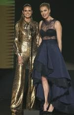 Heidi Klum and Rebecca Romijn present the award for top soundtrack at the 2016 American Music Awards. Picture: AP
