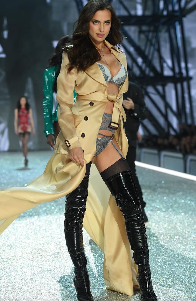 d08208a92d1 Victoria s Secret 2016  Irina Shayk is pregnant to Bradley Cooper