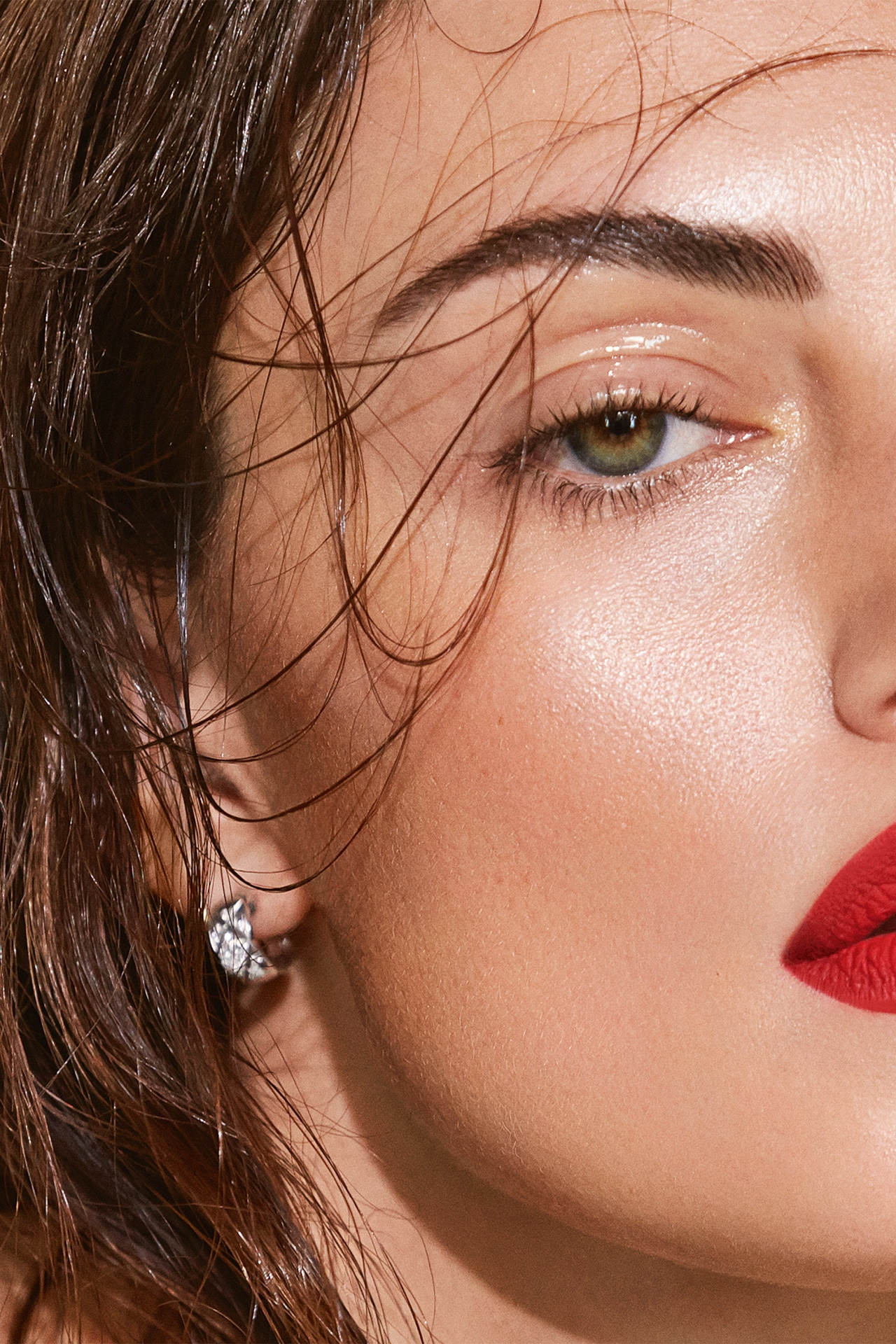 Phoebe Tonkin shows us how to do modern make-up with Chanel Beauty