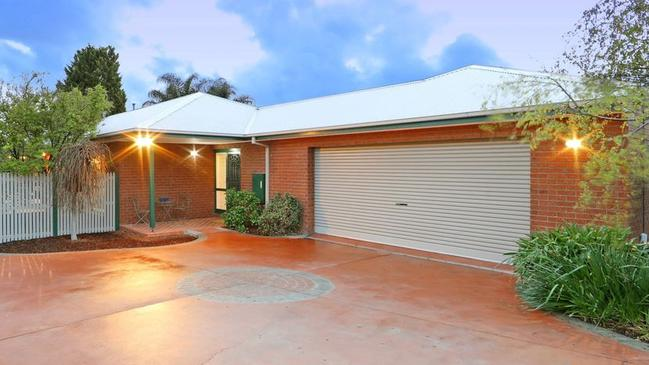12 Cascam Court, Rowville sold ahead of schedule for $900,800.
