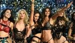Victoria's Secret Angels (fromL) Brazilian model Adriana Lima, British model Lily Donaldson, Brazilian model Alessandra Ambrosio, US model Taylor Hill, US model Martha Hunt and Portuguese model Sara Sampaio cheer during the 2016 Victoria's Secret Fashion Show at the Grand Palais in Paris on November 30, 2016. / AFP PHOTO / Martin BUREAU / RESTRICTED TO EDITORIAL USE
