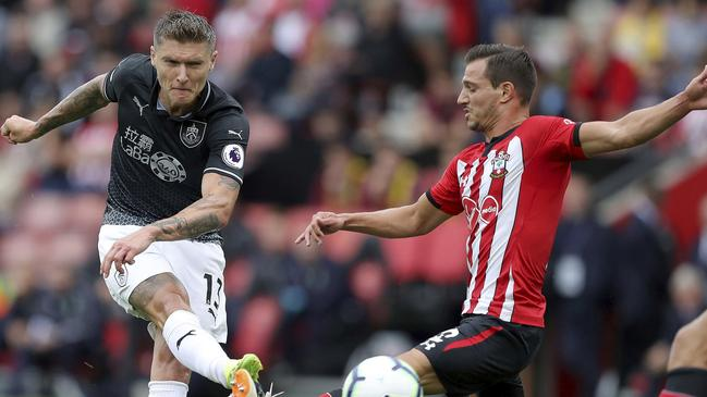 Burnley's Jeff Hendrick has a shot blocked by Cedric.