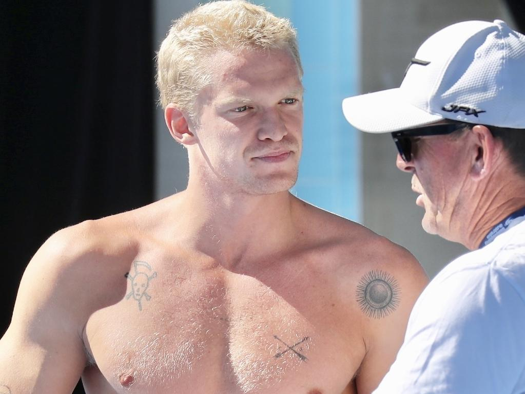 *PREMIUM-EXCLUSIVE* Cody Simpson fools around with Emily Sebohn poolside on the Gold Coast