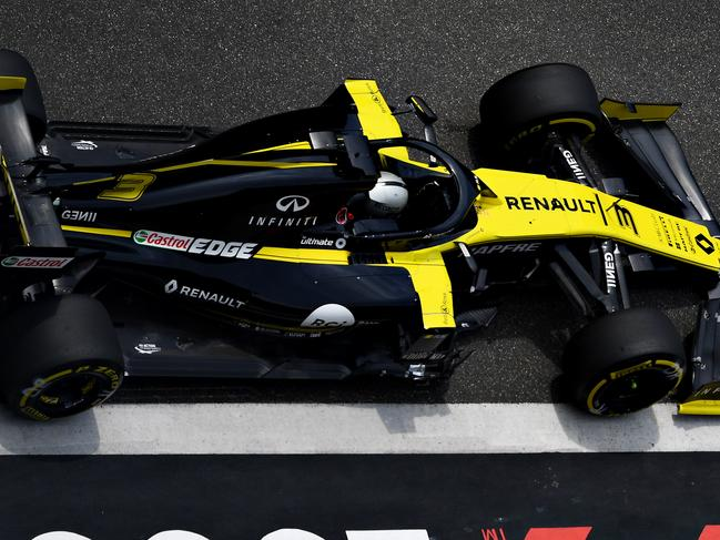 Daniel Ricciardo has put his Renault in the top ten on the grid in China.