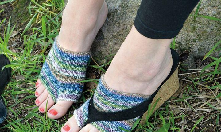 d49a9ff54e4e5 Flip flop socks are the latest fashion trend that make no sense ...