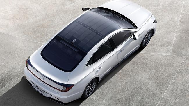 Hyundai has installed solar panels on the roof of the Sonata hybrid.
