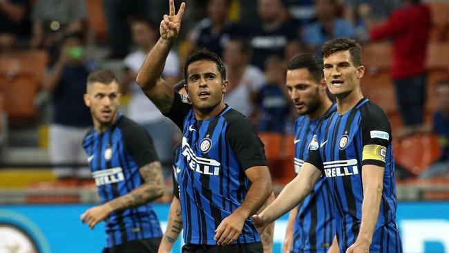 Inter forward Eder celebrates with his teammates after scoring a goal.