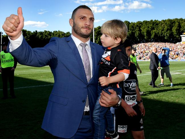 Robbie Farah acknowledges the fans during his lap of honour at Leichhardt last year.