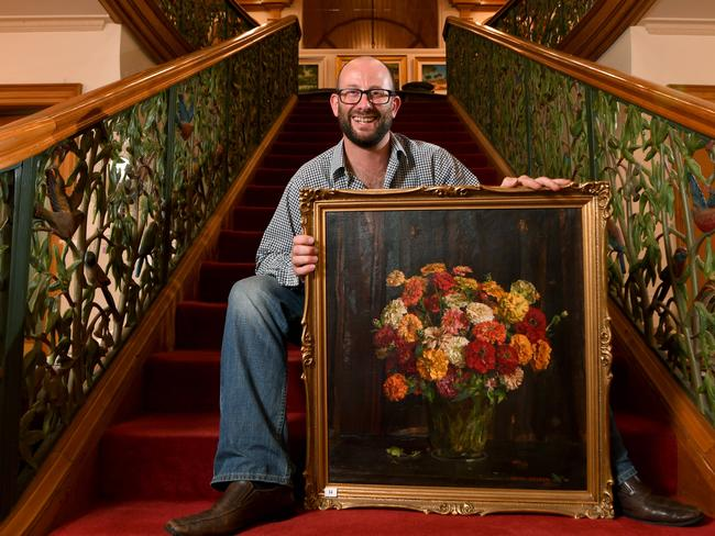 "HIGHLIGHT: Justin Elder with Hans Heysen's Still life – Zinnias. <span id=""U631984972903R0H"" style=""font-family:'Guardian Sans Regular';font-weight:normal;font-style:normal;""></span>Picture: Tricia Watkinson"