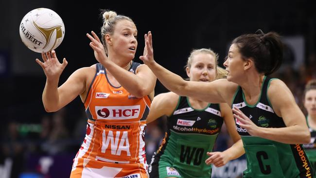 Kimberlee Green passes the ball to a teammate during the Super Netball major semi-final. Picture: AAP