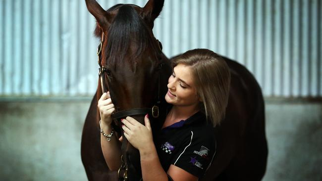 Strapper Candice Persijn with Winx.