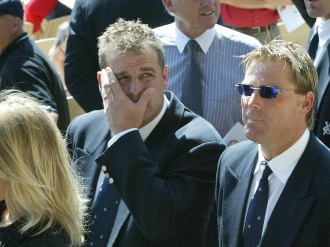 Darren Berry (L) and Shane Warne at David Hookes' funeral in 2004.